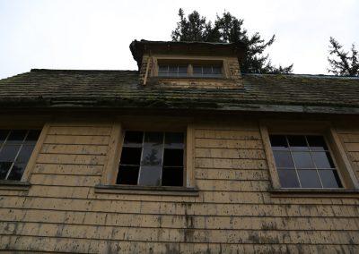 Barn needs new roof, windows & paint